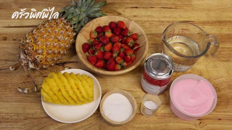 อาหารสตรอเบอร์รี่และสับปะรด